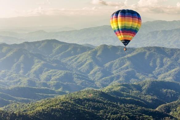 Hot balloon over the mountain